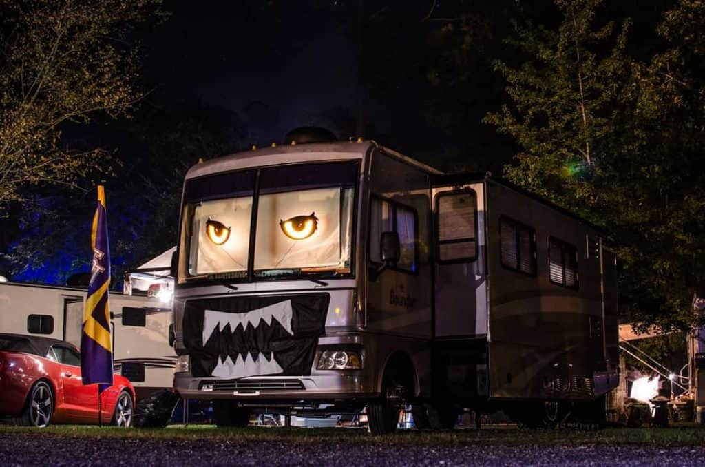 Simple scary RV Halloween decorations