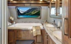 RVs with Bathtubs